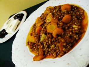 Чечевица с морковкой и луком в томате
