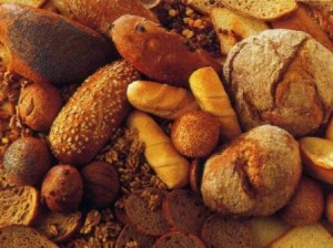 Фото: много разного вида хлеба