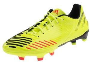 Кроссовки для футбола с шипами